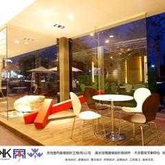 Concesionarios de automóviles de estilo  por 京悅室內裝修設計工程(有)公司|真水空間建築設計居研所