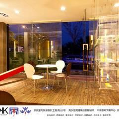 京悅設計  - 逗點咖啡館(逗點青少年公益商店):  機場 by 京悅室內裝修設計工程(有)公司|真水空間建築設計居研所