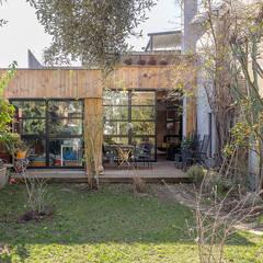 Appartamento a Pigneto: Giardino in stile  di Angelo Talia
