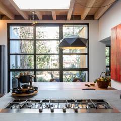 Appartamento a Pigneto: Cucina in stile in stile Moderno di Angelo Talia