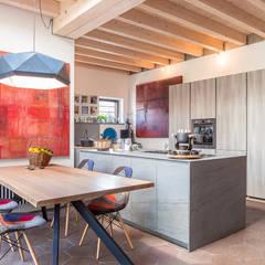 Appartamento a Pigneto: Soggiorno in stile in stile Moderno di Angelo Talia
