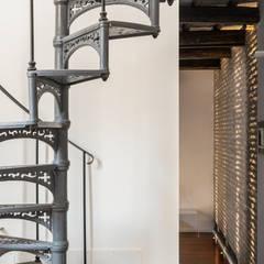 Casa stile industriale: Spogliatoio in stile  di Angelo Talia