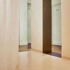 Renovation d'un cabinet de kinésithérapie: Cliniques de style  par UBALT SAS