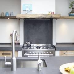 Vintage Eiken Woonkeuken: landelijke Keuken door Langens & Langens BV