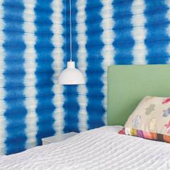 Little girl's bedroom:  Nursery/kid's room by Jam Space Ltd