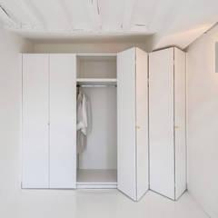 Renovation d'un appartement de 36 m²: Chambre de style de style Minimaliste par UBALT SAS