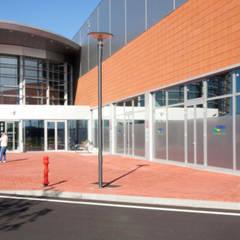 Verola Center: Centri commerciali in stile  di Cotefa.ingegneri&architetti