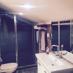rwiçmimari – saıyer villa: kırsal tarz tarz Banyo