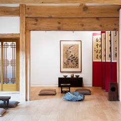한옥에 살다: Design A3의  거실