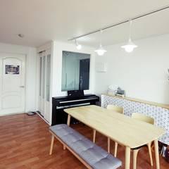 [홈라떼] 일산 32평 거주중인 집 홈스타일링 : homelatte의  거실,미니멀
