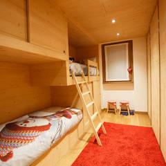 NestHouse BEARprogetti: Stanza dei bambini in stile in stile Moderno di BEARprogetti - Architetto Enrico Bellotti