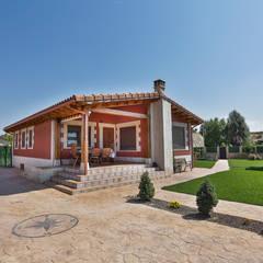 GRAN VILLA: Casas de estilo  de GRUPO EUROCASA MODULAR