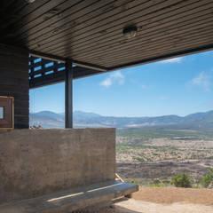 Casa en Los Molles: Terrazas  de estilo  por Thomas Löwenstein arquitecto,