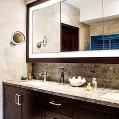Mid-Levels Bathroom:  Bathroom by Nicole Cromwell Interior Design