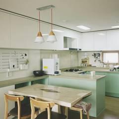 [홈라떼] 김포 34평 새아파트 민트 하우스 홈스타일링: homelatte의  주방,미니멀