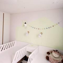 [홈라떼] 김포 34평 새아파트 민트 하우스 홈스타일링: homelatte의  아이방,북유럽