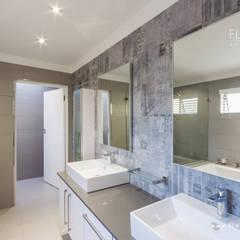 Salida del Sol Morningside:  Bathroom by Flaneur Architects, Modern
