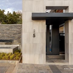 Salida del Sol Morningside:  Houses by Flaneur Architects, Modern