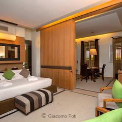 Hotels: Camera da letto in stile  di Giacomo Foti Photographer