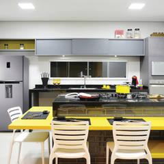 Casa M&C: Cozinhas  por Híbrida Arquitetura, Engenharia e Construção