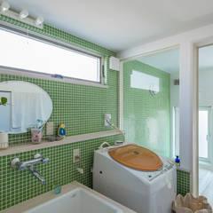 小山町 N邸: HAPTIC HOUSEが手掛けた浴室です。