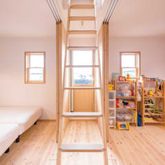 Nursery/kid's room by HAPTIC HOUSE, Asian لکڑی Wood effect