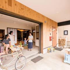 Pasillos y vestíbulos de estilo  por HAPTIC HOUSE, Asiático Concreto