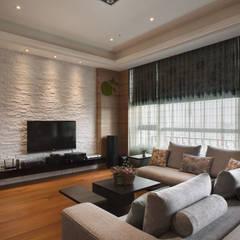 生活溫度:  客廳 by 芸采創意空間設計-YCID Interior Design