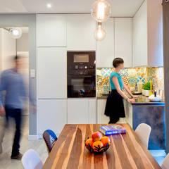 Białołęka Flat: Comedores de estilo escandinavo por All Arquitectura