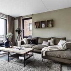 Private apartment:  Woonkamer door Marion van Vliet Interieurontwerp