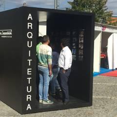 Stand MZP Locais de eventos minimalistas por Miguel Zarcos Palma Minimalista Derivados de madeira Transparente