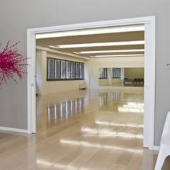 LE CLASS_Dancing school_ 2012: Scuole in stile  di tIPS ARCHITECTS
