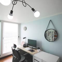 [홈라떼] 양평동 32평 아파트 전세집 홈스타일링 : homelatte의  서재 & 사무실