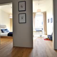 Maritim und männlich:  Flur & Diele von Karin Armbrust - Home Staging