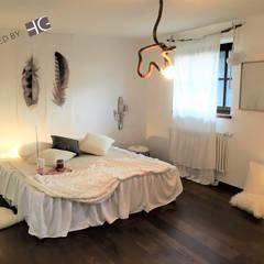 Mädchenzimmer in einem Landhaus: landhausstil Kinderzimmer von Münchner home staging Agentur GESCHKA