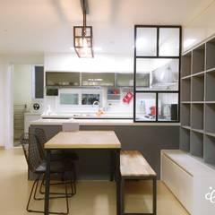 [홈라떼] 하남 미사 34평 모던한 새아파트 홈스타일링 : homelatte의  주방