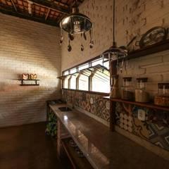 CASA DA FAZENDA: Cozinhas  por Mariana Chalhoub