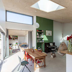 CHATEAU PENHOET: Salle à manger de style  par bertin bichet architectes