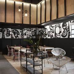 Planta baja: Bares y Clubs de estilo  de Estudio de Arquitectura Sra.Farnsworth