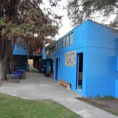REMODELACION COLEGIO ALAMIRO: Escuelas de estilo  por CREARCO