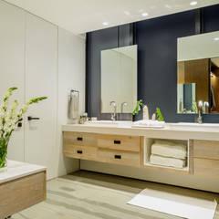 24Y: Baños de estilo  por NIVEL TRES ARQUITECTURA