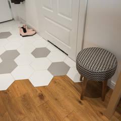 .kaszuby w warszawie: styl , w kategorii Korytarz, przedpokój zaprojektowany przez Art of home,