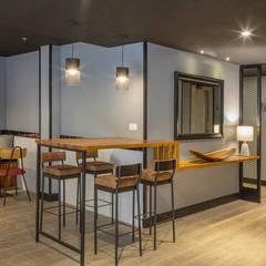 Restaurante do hotel: Hotéis  por Jean de Just design de interiores