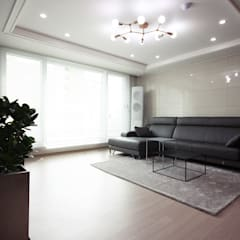 [홈라떼] 위례 38평 새아파트 TV 없는 거실 홈스타일링 : homelatte의  거실