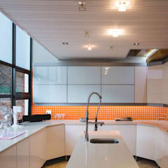 House Hoffman:  Kitchen by Swart & Associates Architects,
