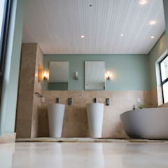 House Hoffman:  Bathroom by Swart & Associates Architects