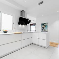 آشپزخانه by Sebastián Bayona Bayeltecnics Design