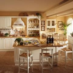 Kitchen by Arredamenti Roma, Classic