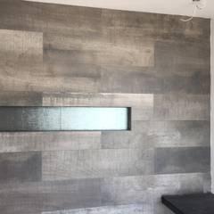 pequeño, comodo y funcional apartamento: Paredes de estilo  por Ma&Co