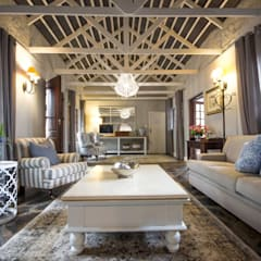 White River Manor:  Living room by Principia Design, Country